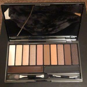 Eye shadow and eyebrow kit!